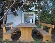 Vanjske drvene klupe sa stolom – Apartmani Ana Lopar