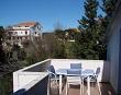 Ausgestattete Terrasse mit Tisch - Apartments Ana Lopar
